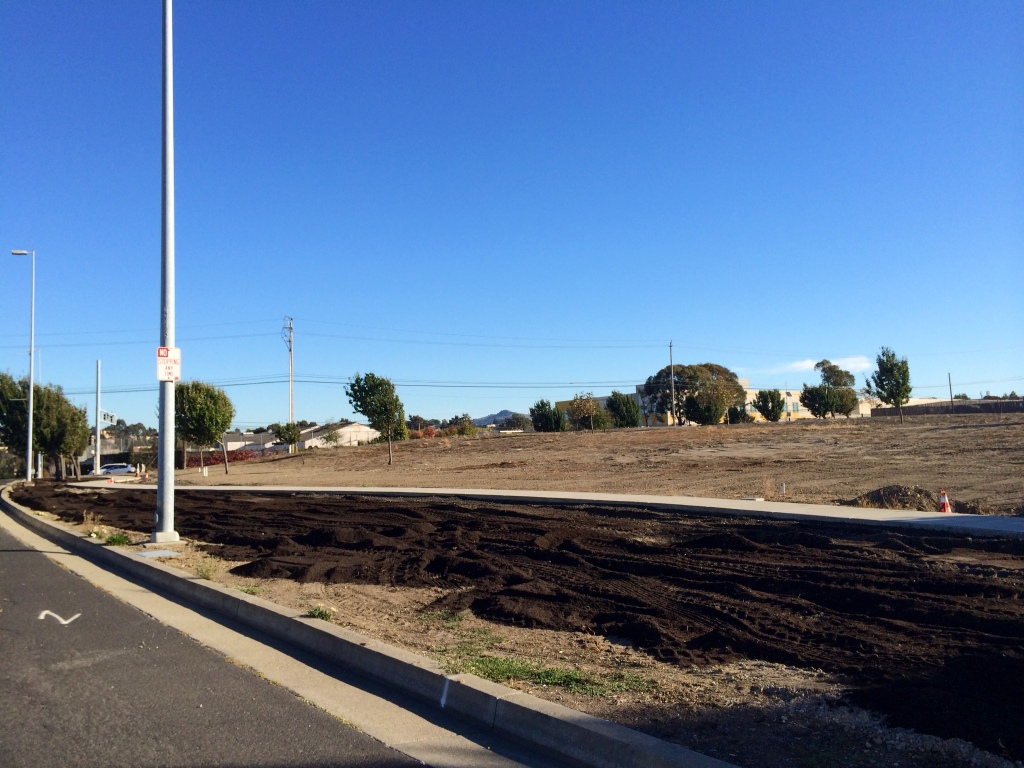 Street view of unfinished park at Richmond Parkway and San Pablo Ave. (Photo by Loi Almeron)